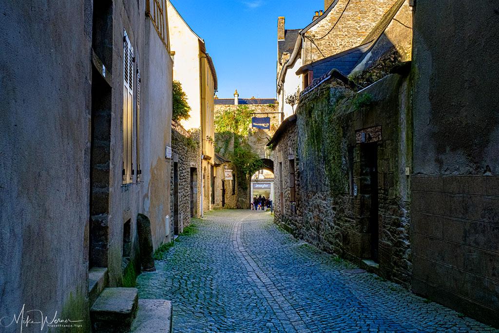 Saint-Jean Gate alongside the ramparts of Vannes