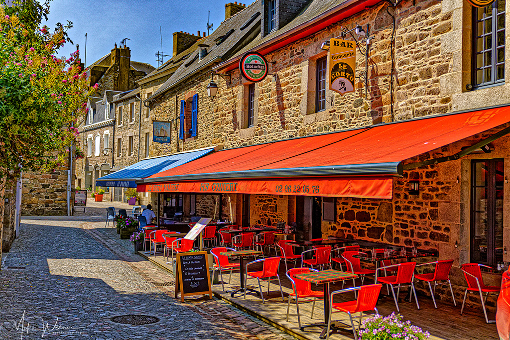 A restaurants in the old city centre of Paimpol