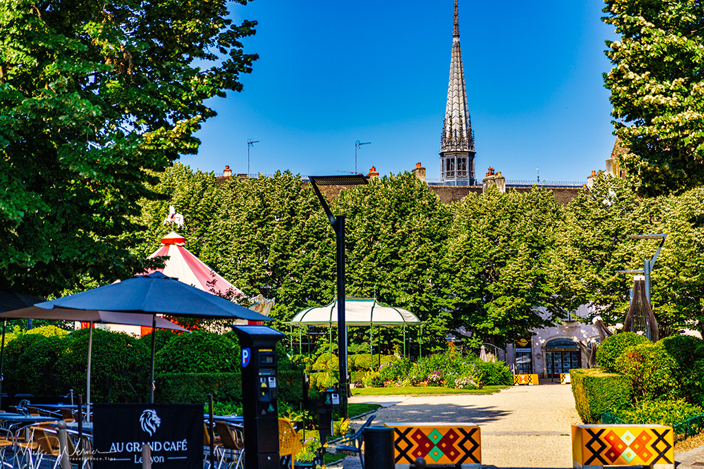Bars, restaurants and cafe terraces in Beaune