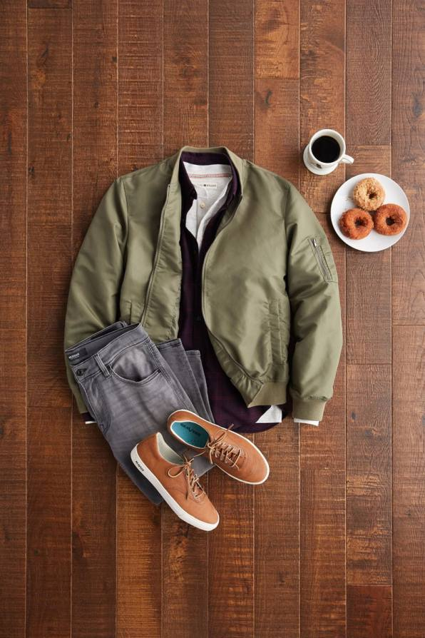casual-clothes-flatlay