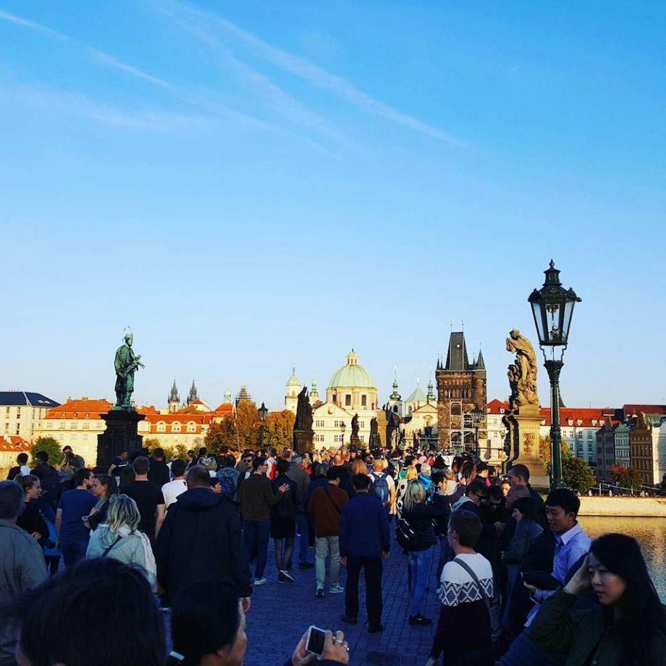 Karelsbrug. Wat te doen in Praag? Deze bezienswaardigheden maken jouw stedentrip compleet! 2