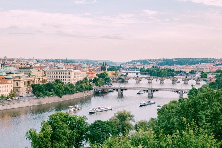 Dit is beste manier en reistijd om Praag te ontdekken!