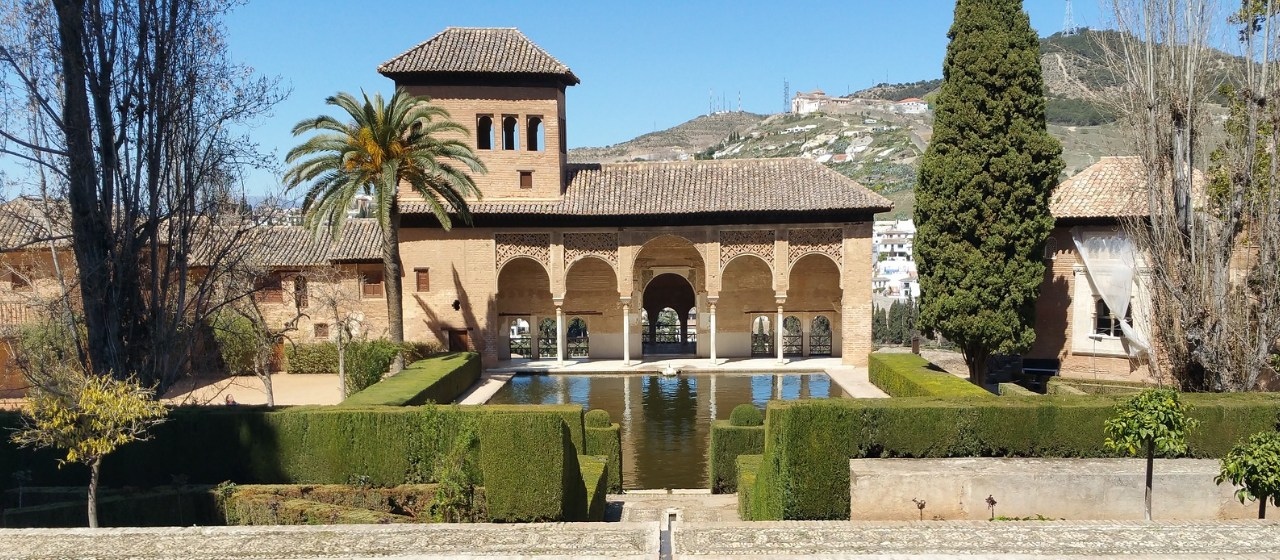 https://i2.wp.com/travelgranadatour.com/wp-content/uploads/2020/05/Alhambra-de-Granada.jpg?resize=1280%2C560&ssl=1