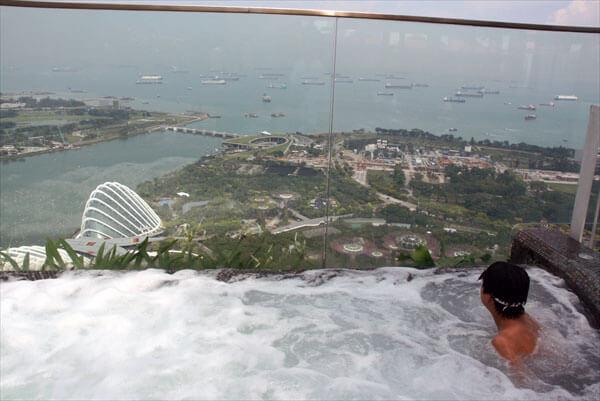 マリーナベイサンズ・屋上インフィニティプール/シンガポール