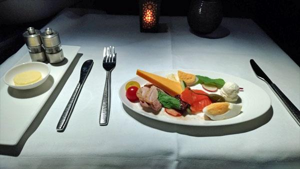 カタール航空ビジネスクラス:羽田ードーハ A350-1000 機内食