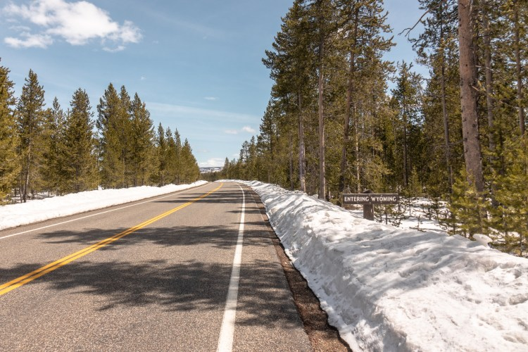 Best time to visit Yellowstone National Park - Entering Wyoming