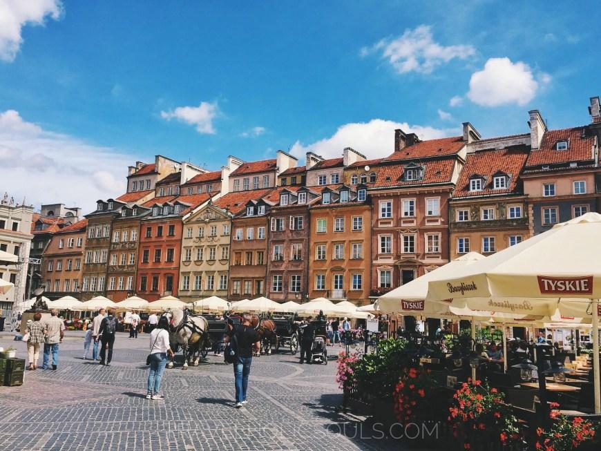 piazza del mercato nella città vecchia di Varsavia