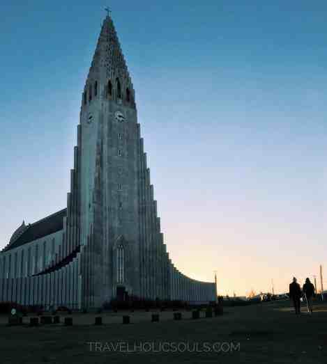La chiesa di Hallgrim durante il sorgere del sole