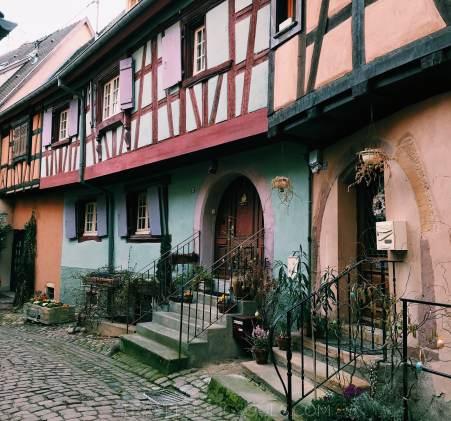 particolare del paese di Eguisheim alsazia