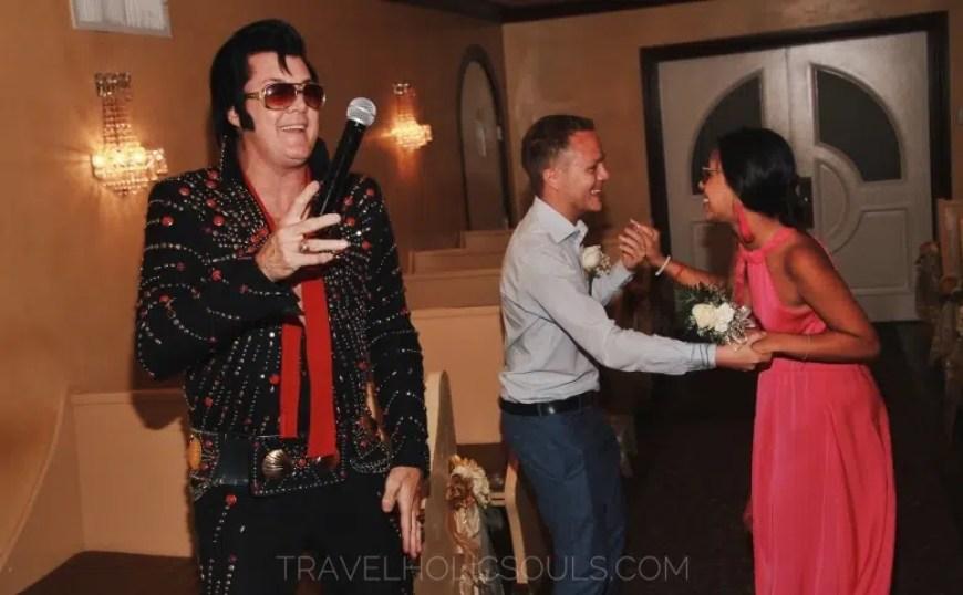 Elvis Presley celebrante matrimonio