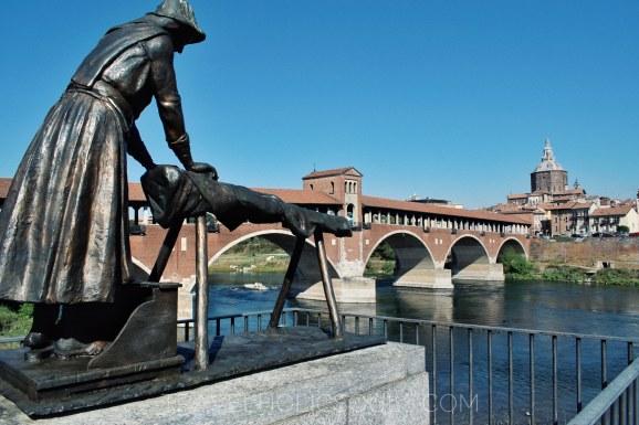 monumento alle lavandaie turismo esperienziale