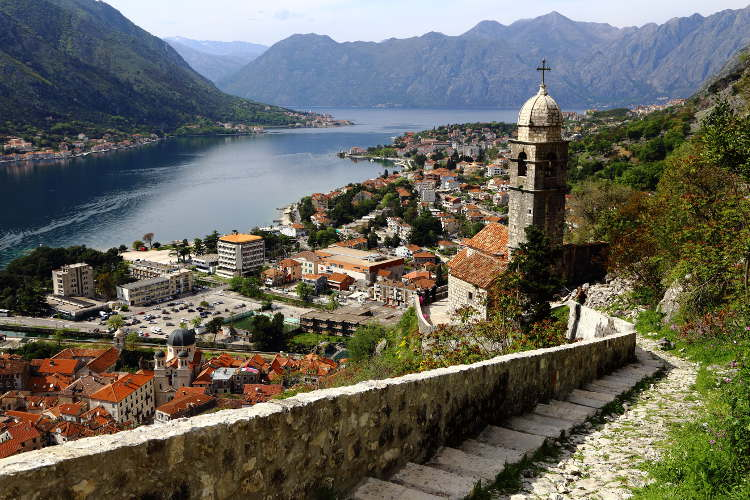 źródło:https://www.lonelyplanet.com/montenegro/coastal-montenegro/kotor/travel-tips-and-articles/beauty-of-the-balkans-a-perfect-weekend-in-kotor