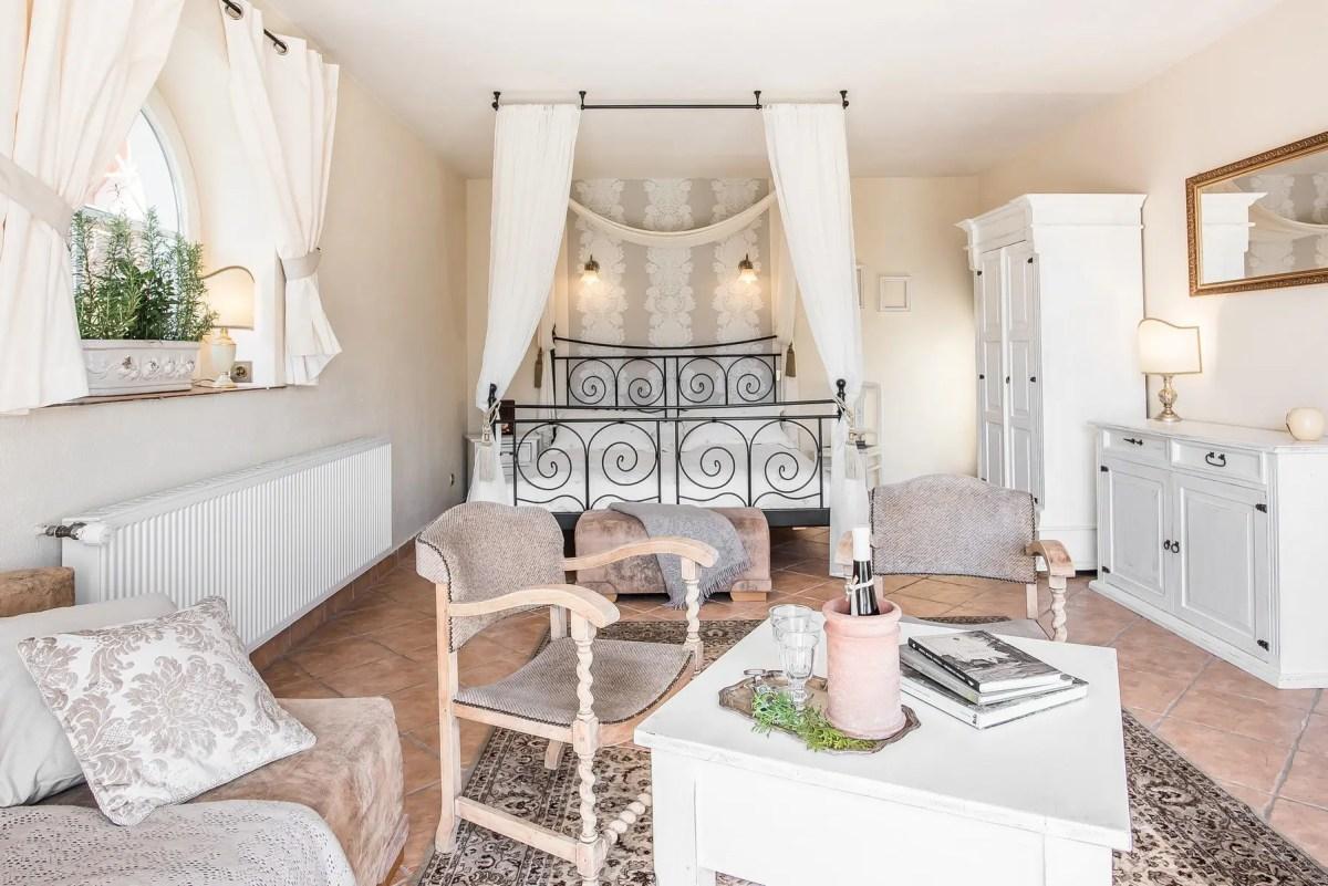 Pokój-Marroni-ogrodowy-z-widokiem-na-Tatry-villa-Toscana-Boutique