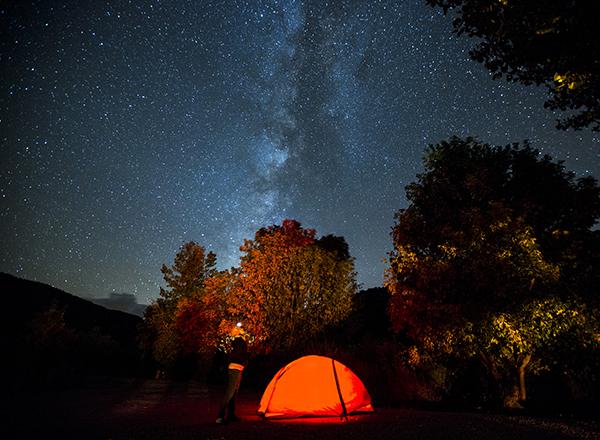 לינה באוהל תחת כיפת השמיים והכוכבים