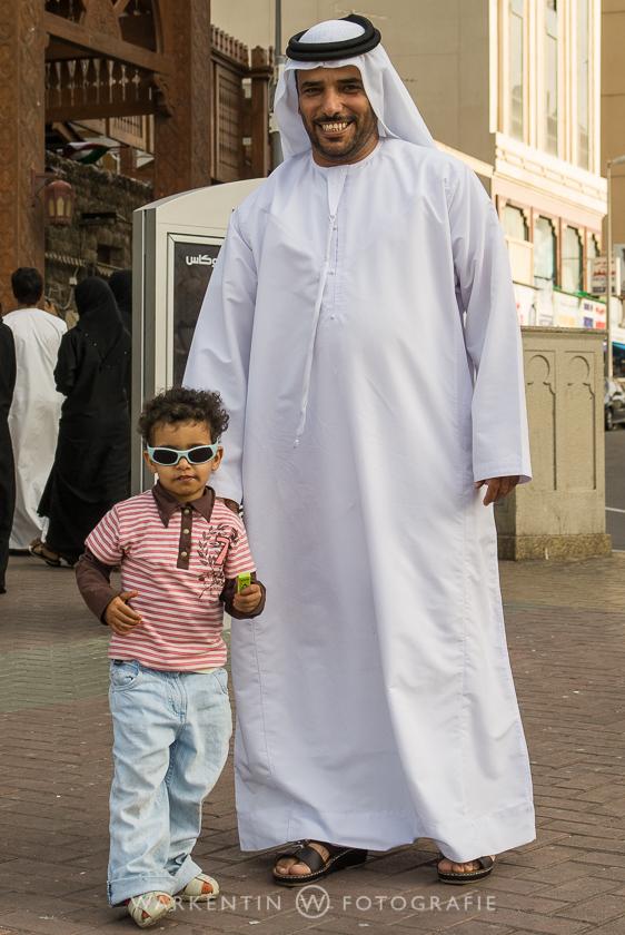 Tradition und Moderne in Dubai und gar nicht kamerascheu. ER hat MICH gefragt, ob ich ein Foto machen möchte!