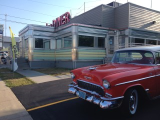 Broadway Diner dining 50's syle!