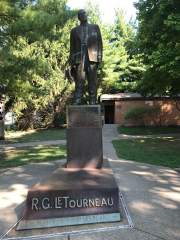 Glimpse of a statue, R.G. LeTourneau's legacy - picture by Janna Seiz
