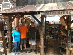 eating and antiquing in Clarksville