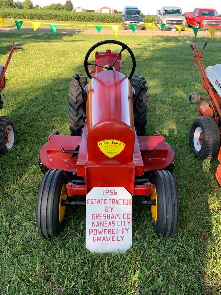 antique lawn and garden tractors