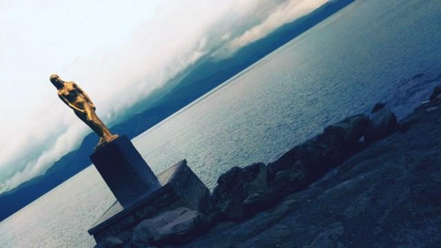 秋田県田沢湖のたつこ像