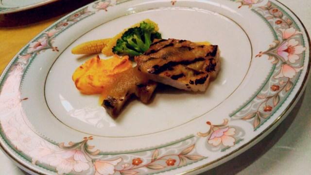 十和田ホテル夕食の肉料理