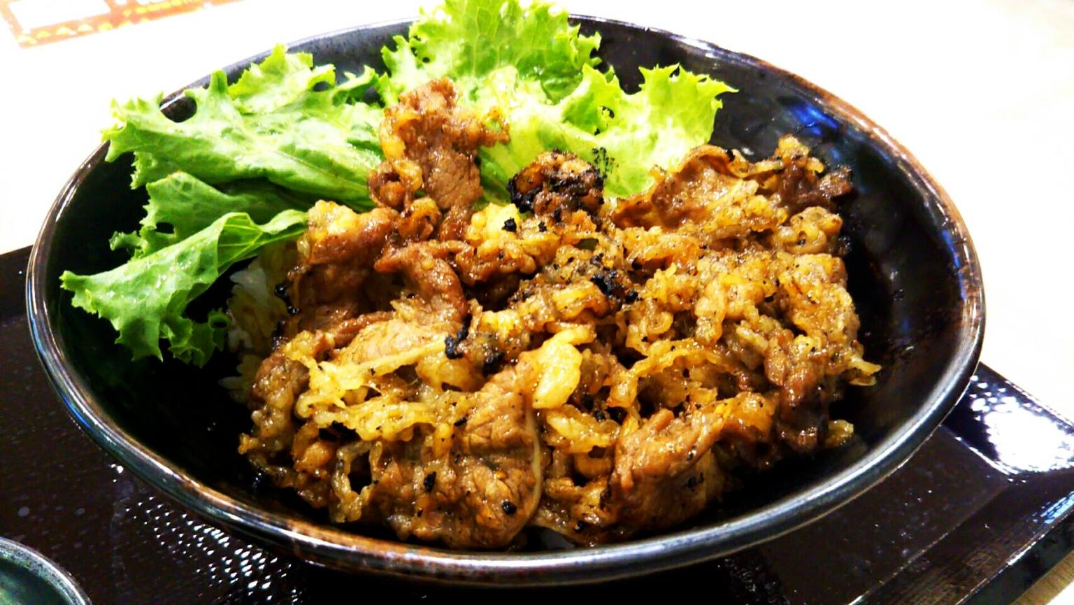 「肉のヤマキ商店」のカルビ焼肉丼!盛岡イオンモール南のフードコートにて