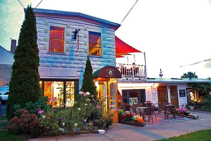 The front of Beehive Cafe in Bristol, Rhode Island.