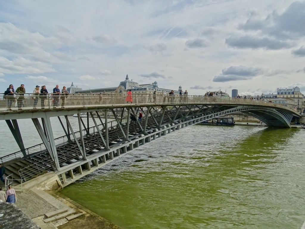 Pedestrian bridge in Paris