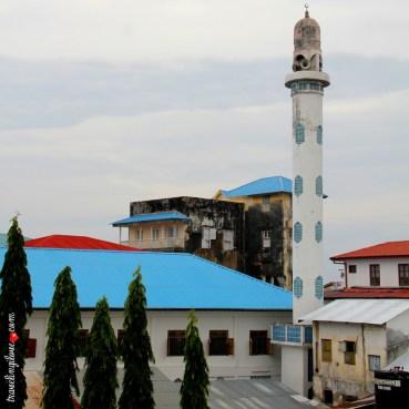 Minaret pobliskiego meczetu (widok z dzwonnicy Katedry Św. Józefa)