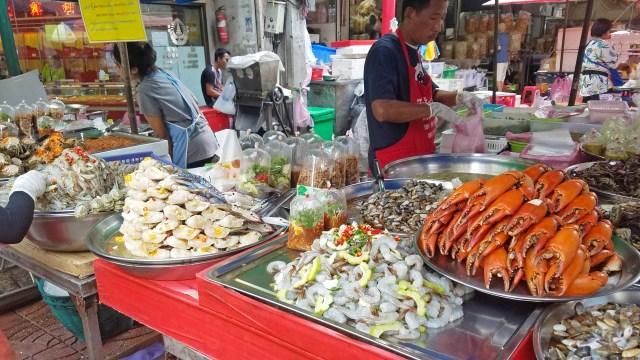 Seafood vendor Chinatown Bangkok @travelingintandem