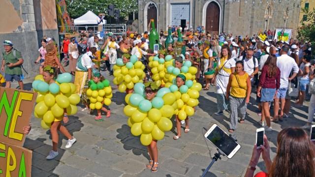 Riomaggiore Harvest Festival Parade 2018, Cinque Terre @travelingintandem