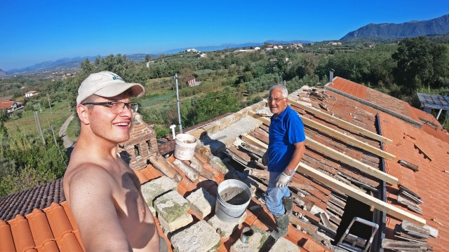 Steve and Toni on the roof in Sant'Agata de' Goti @travelingintandem
