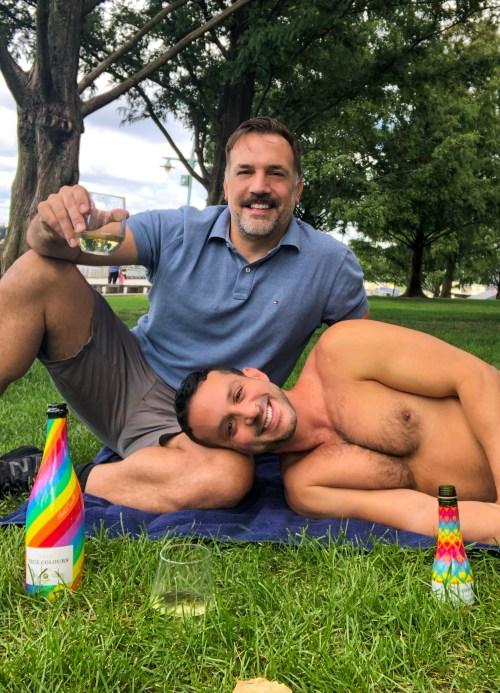 Ivan Quintanilla (Traveling IQ) and Matthew Montelongo enjoy True Colours Cava in the park