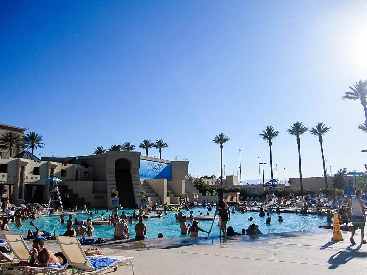 Luxor, Las Vegas pool