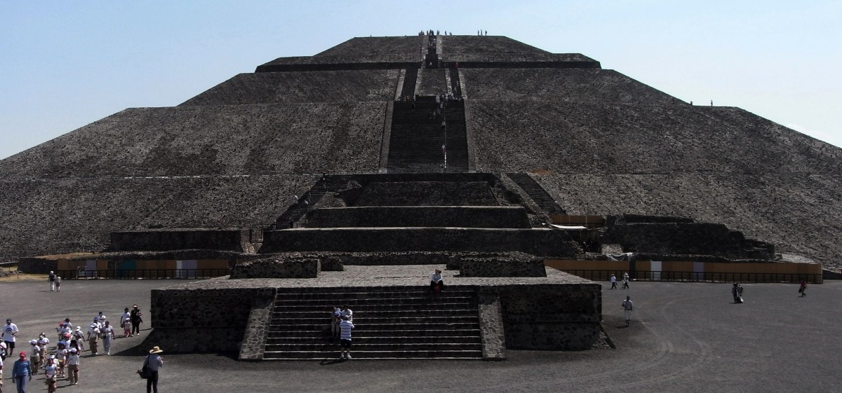 MEXICO: Climbing the ruins of mysterious Teotihuacan
