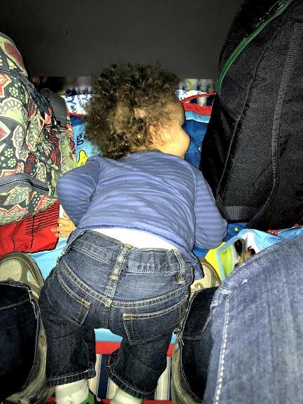 baby sleeping on floor of transatlantic flight-2-jet lag in babies