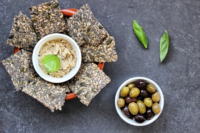 Super healthy homemade crackers vegan