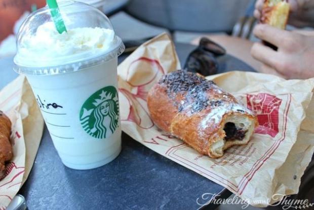 starbucks croissant breakfast barcelona