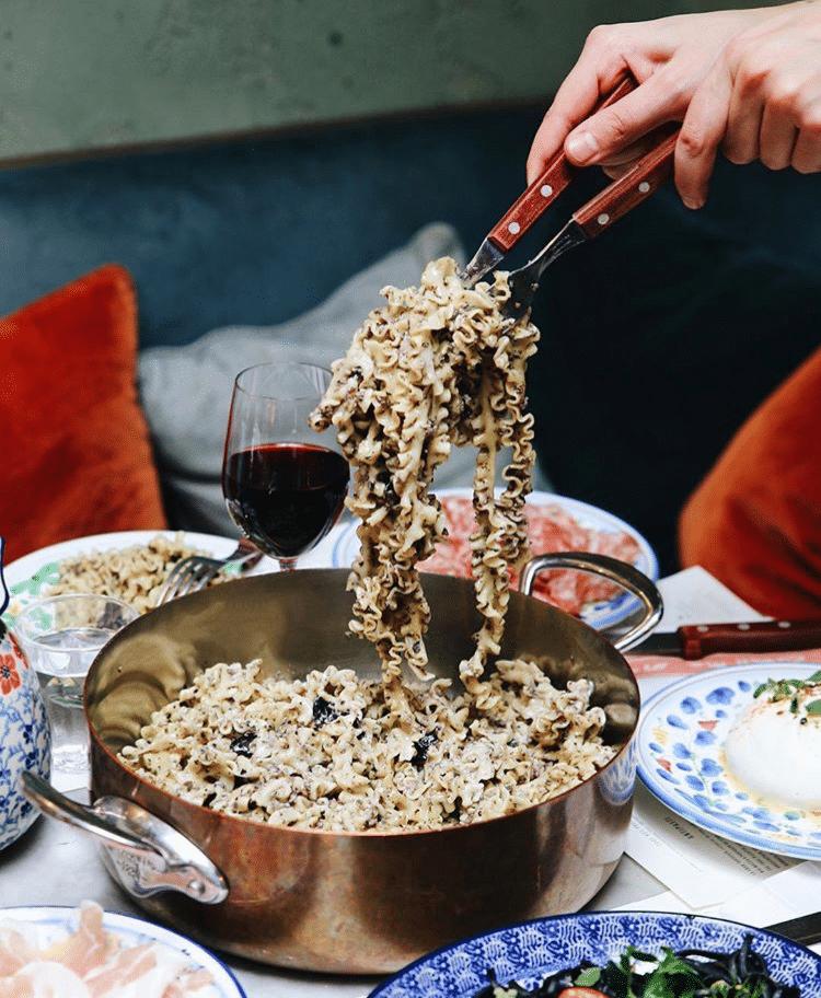 Bild von Pomodoro, Paris: 1 Salat + 2 mal Pasta für 35 euro - Schauen Sie sich 58.648 authentische Fotos und Videos von Pomodoro an, die von.