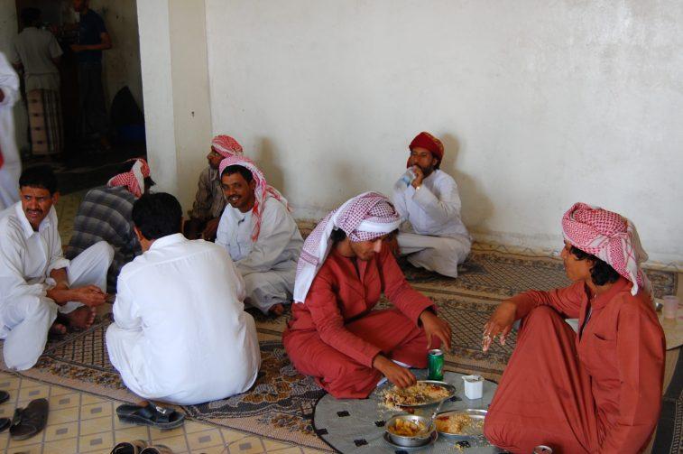 Jazda z Omanu do Jemenu, przydrożna męsko-damska knajpa (3)