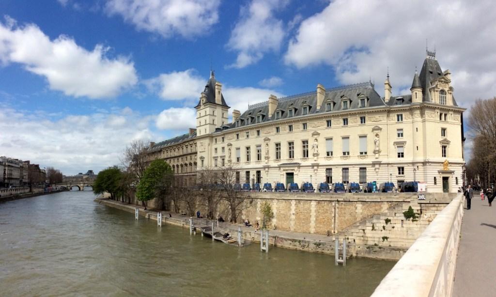 Palais de Justice (southern side), Paris; from a travel blog by www.traveljunkiegirl.com