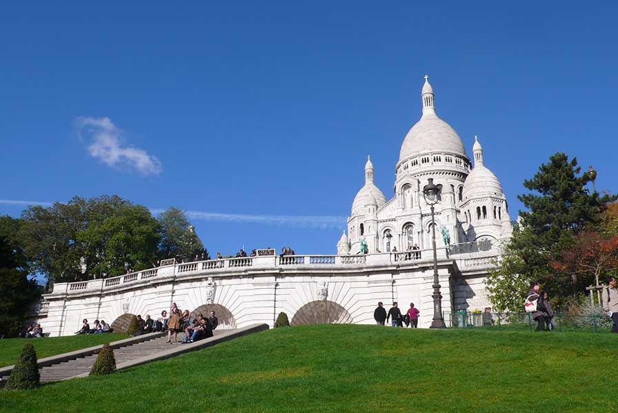 The Sacre-Coeur in Paris, from a travel blog by www.traveljunkiegirl.com