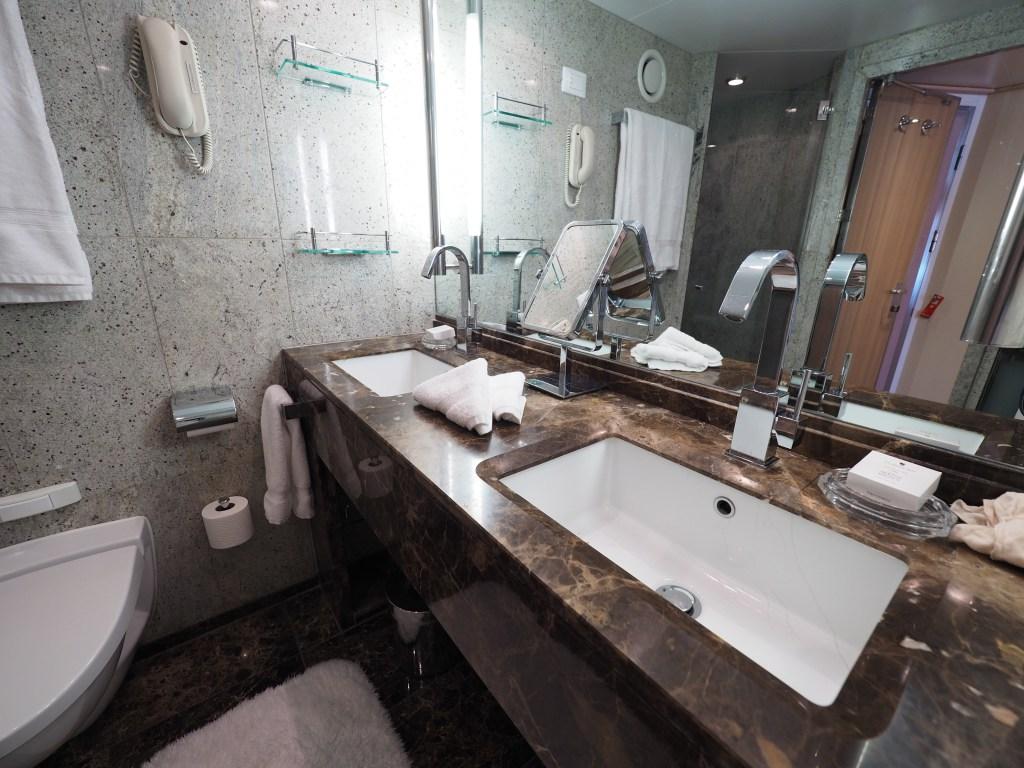 الحمام في الجناج على متن الكروز