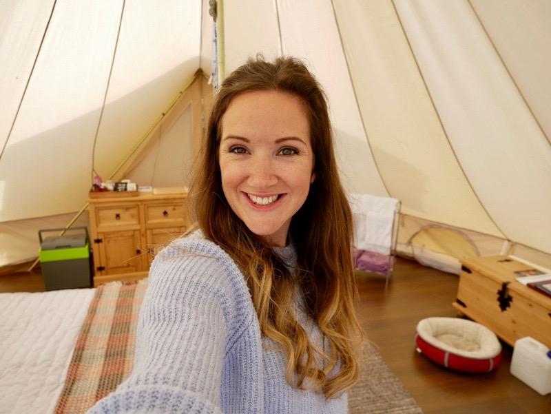 صورتي أثناد السكن في الخيمة