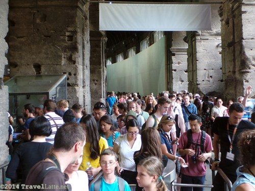 Long lines to get into the Colosseum.