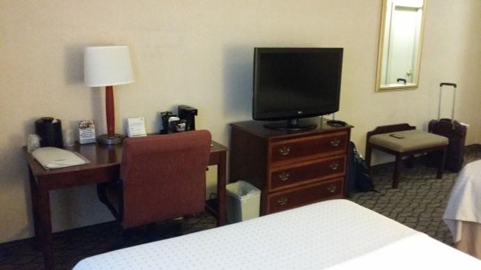 Room photo of desk & tv at Holiday Inn Chicago - Elk Grove.