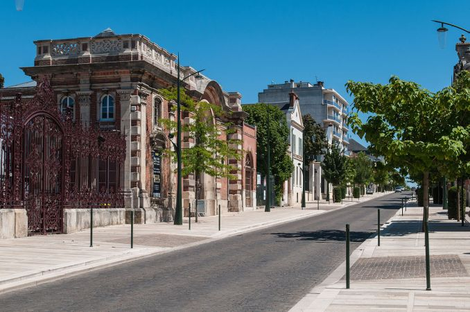 Photo: L'Avenue de Champagne, Epernay France