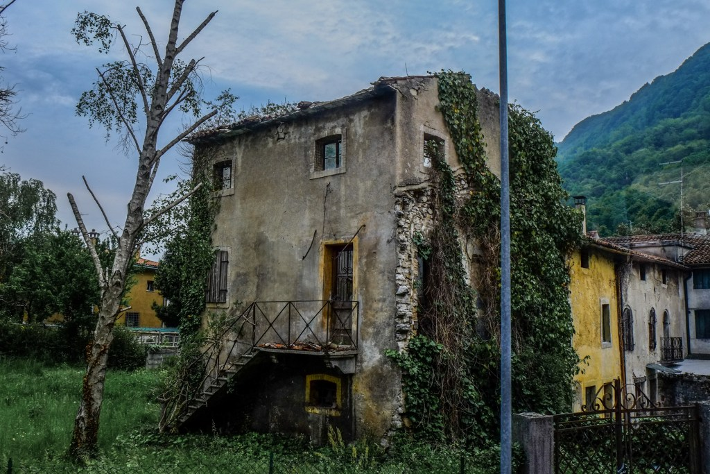 An abandoned home in Italy - Five Villages that Want You to Move to Italy - TravelLatte.net