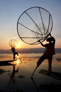 How to Travel the World Cheaply: Fishermen in Myanmar