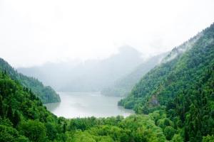 Abkhazia Guide: Visiting Lake Ritsa